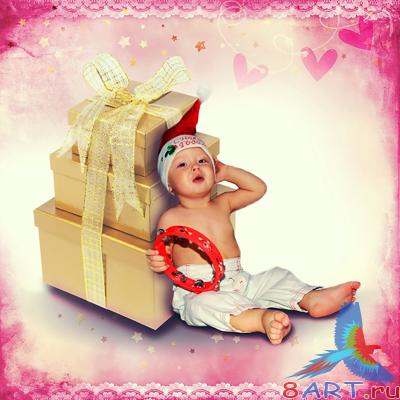��������� ������ ����� �������� �� ���������� �������Year-old boy near the gifts in the Christmas hat